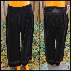 Rinascimento velvet wide leg pants size M